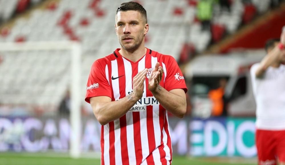 """Lukas Podolski: """"Türkiye'yle iyi bir bağım var"""""""