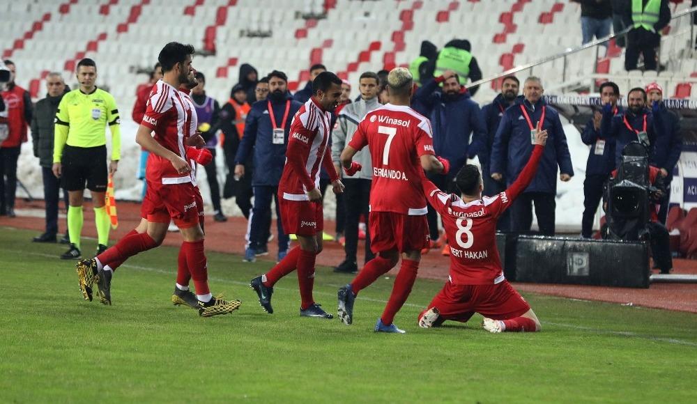 Sivasspor maç fazlasıyla lider