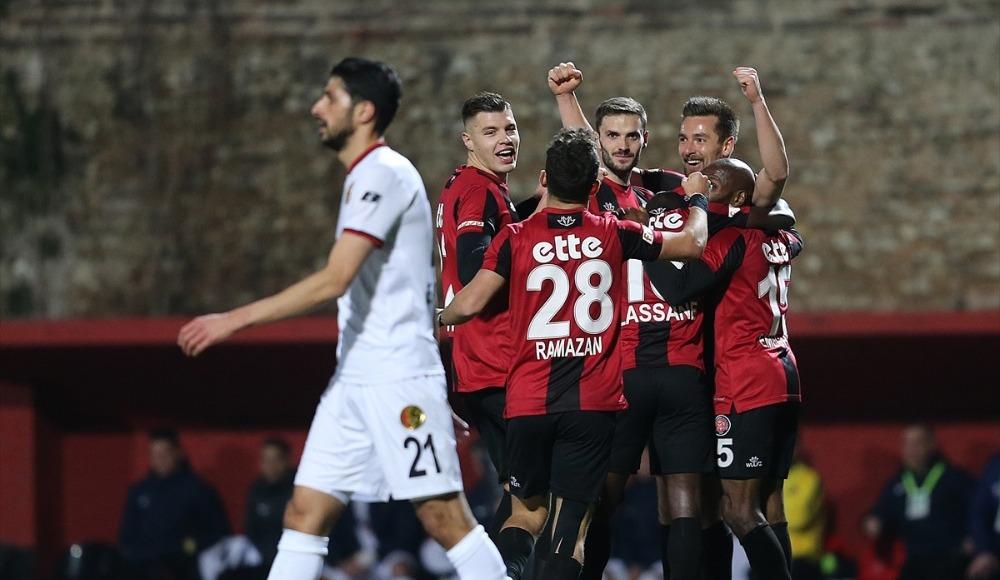Karagümrük evinde Eskişehir'i iki golle geçti