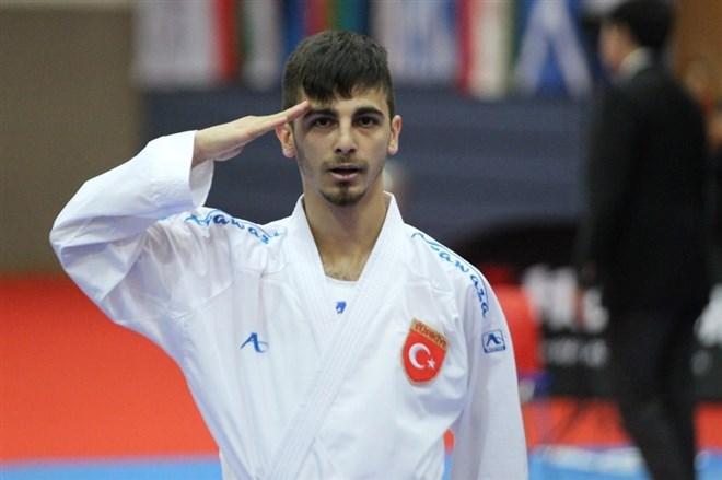 Rus rakibini yenen milli karateci Mehmetçik'e selam yolladı