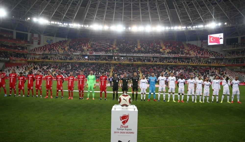 Antalyaspor kupada 11'i değiştirdi