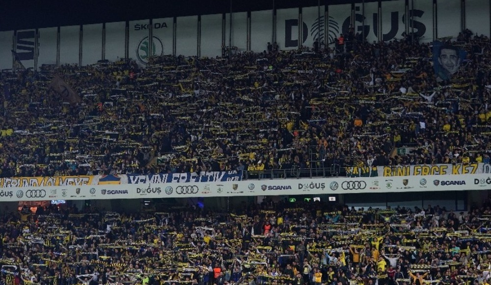 Fenerbahçe taraftarından futbolculara tepki