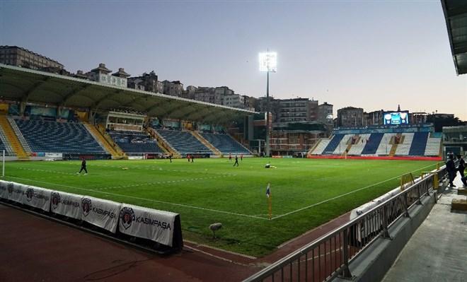 Kasımpaşa - Göztepe maçı seyircisiz oynandı