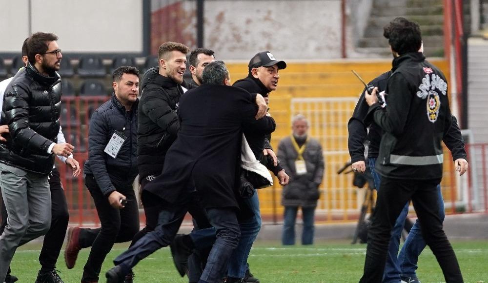 Süleyman Hurma maç sonu hakemin üzerine yürüdü!