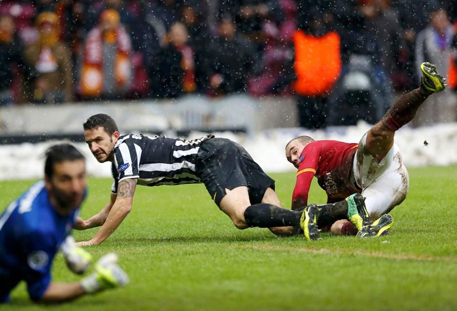 Drogba indirdi, ceza sahası Sneijer! Sneijder gol! Allah'ım gol!