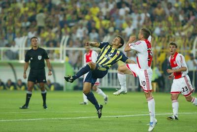 Aleex! Mükemmel bir gol, yok böyle bir gol! Sahalarda ender görülen bir gol Kadıköy'de görülüyor.