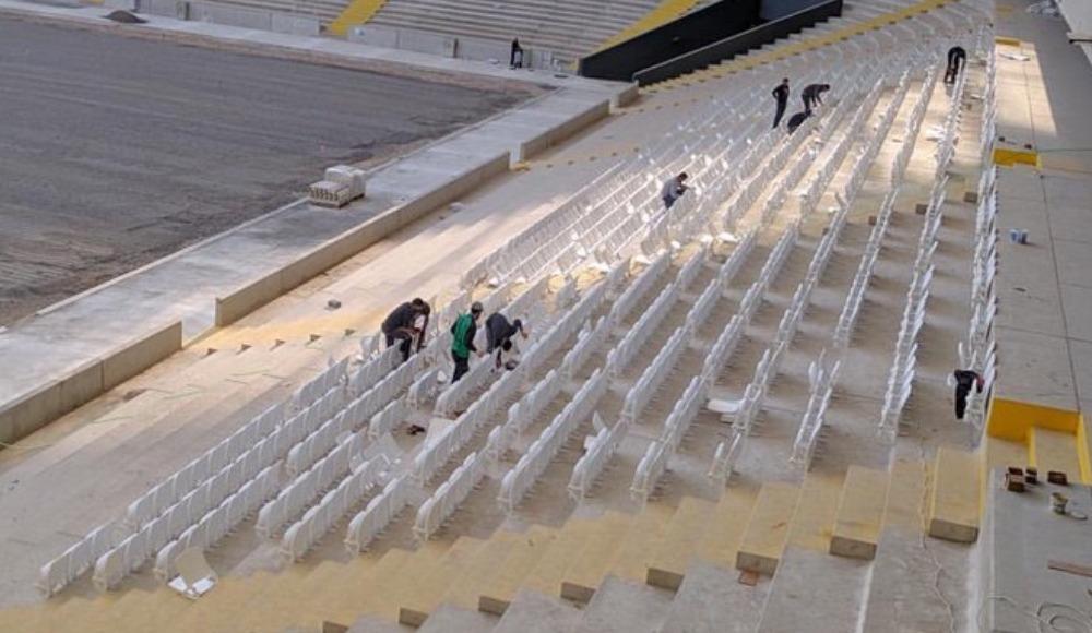 Yeni Adana Stadyumunda koltuk montajı başladı