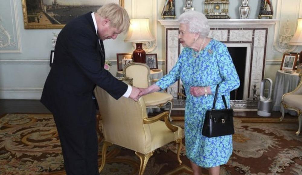 Güneş batmayan imparatorluk çöküyor! Önce Başbakan, şimdi Kraliçe...
