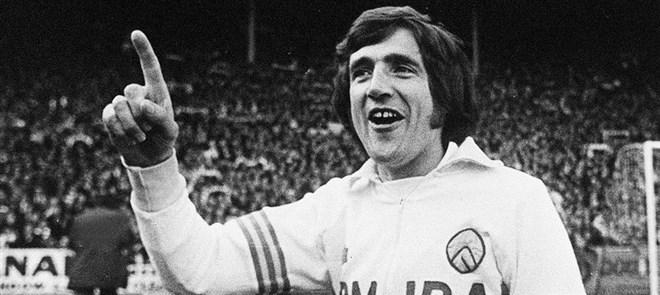 Leeds United'ın efsanesi corona virüsten vefat etti