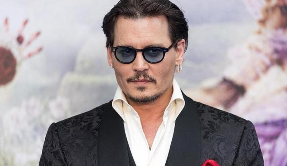 Johnny Depp 1 saatte 1 milyon takipçiye ulaşarak rekor kırdı