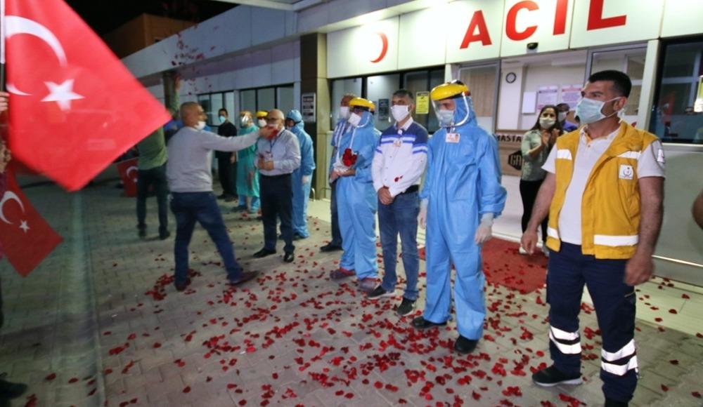 Adana Demirspor taraftarlarından sağlık çalışanlarına destek