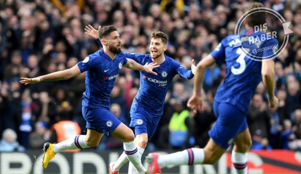 Giroud, Chelsea'de kaldı