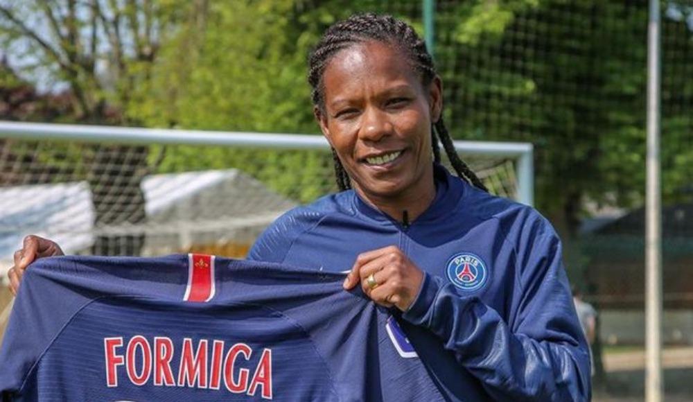 PSG'den 42 yaşındaki kadın futbolcuya yeni sözleşme