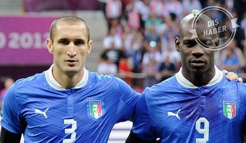 """Balotelli'den, Chiellini'ye cevap: """"Gerçek bir erkek gibi davranmak için..."""""""