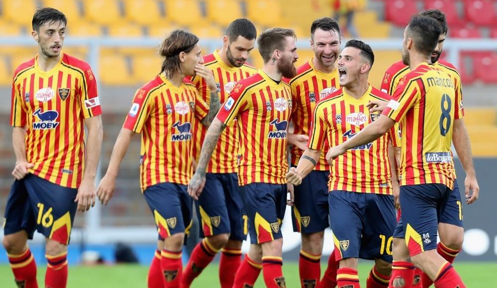 İtalyan ekibi Lecce, futbolcuların mart ayı maaşlarını Serie A'dan düşmezlerse ödeyecek