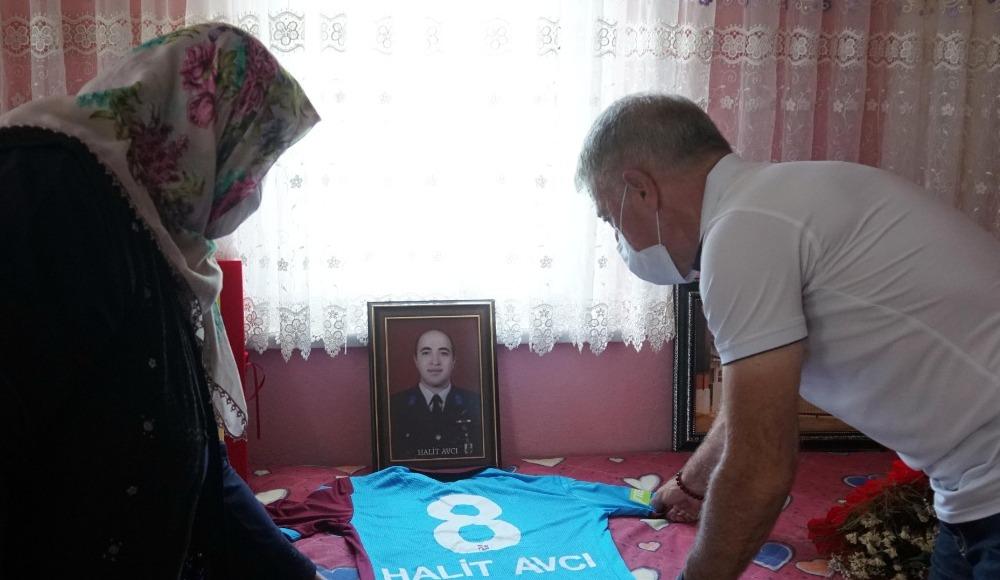 Ahmet Ağaoğlu Şehit Halit Avcı'nın ailesini ziyaret etti
