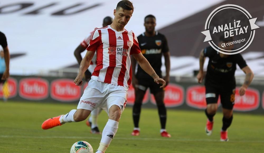 Mert Hakan Yandaş yine penaltı kaçırdı