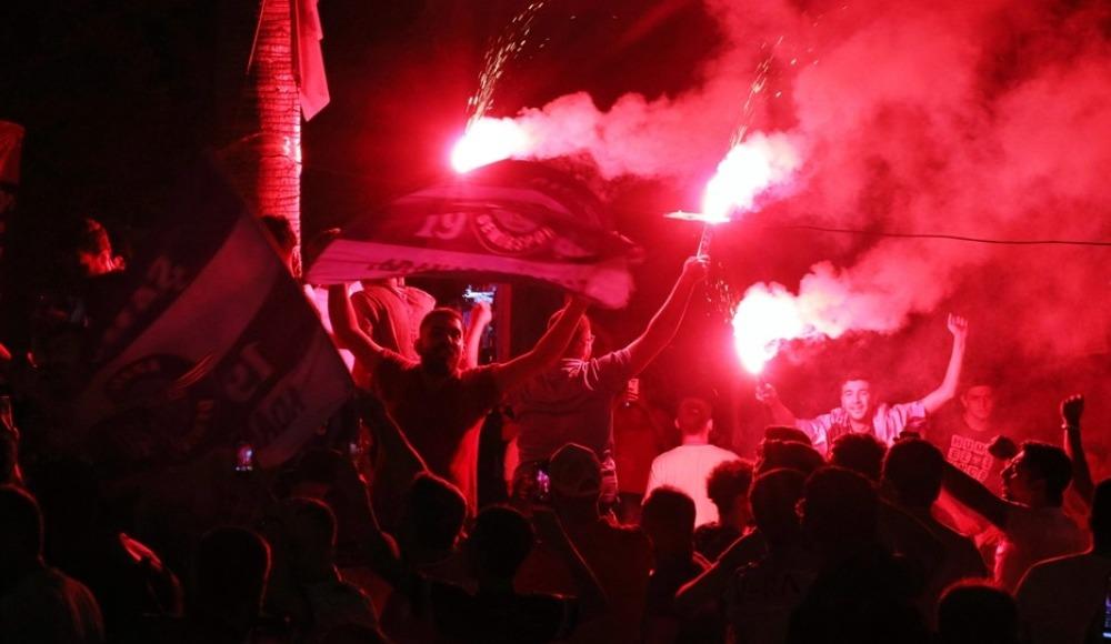 Adana Demirspor taraftarı galibiyeti kutladı