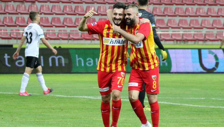 """Hakeme sinirlenip topa vurdum ve gol oldu"""