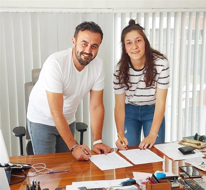 Bellona Kayseri, Fatma Dikmen'e imza attırdı