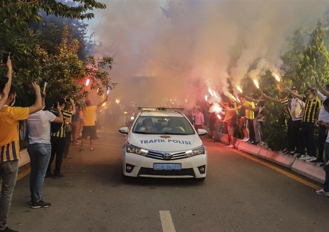 MKE Ankaragücü, taraftar desteği ile Eryaman Stadı'na uğurlandı