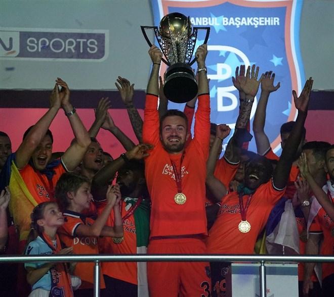 Şampiyon Başakşehir kupasını aldı