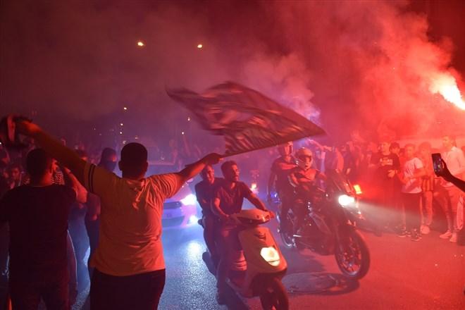 Adana Demirspor'un TFF 1. Lig play-off finaline yükselmesi kentte kutlanıyor