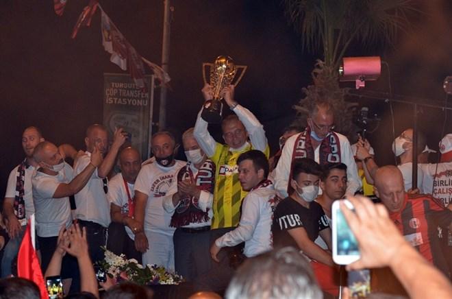 Turgutluspor şampiyonluğu kutladı