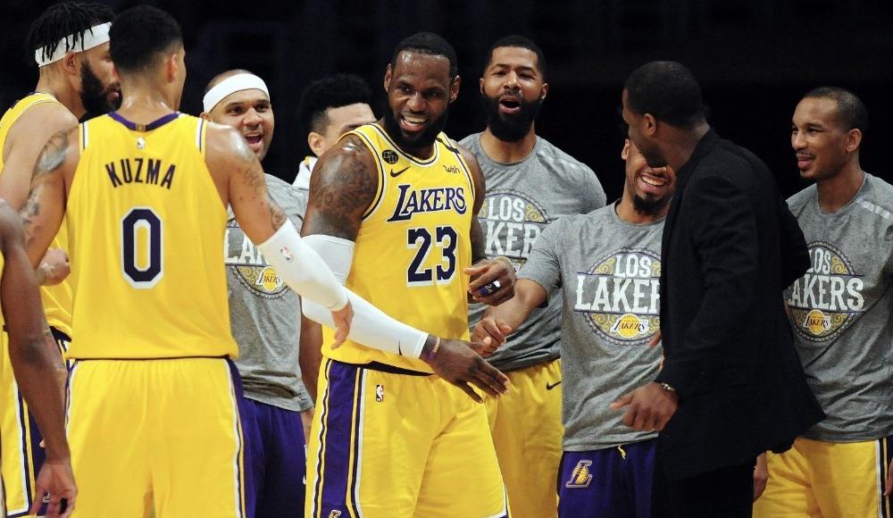 NBA derbiyle geri döndü