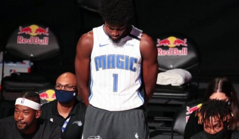 NBA'de Orlando Magicli Jonathan Isaac, ulusal marşta diz çökme eylemine katılmadı