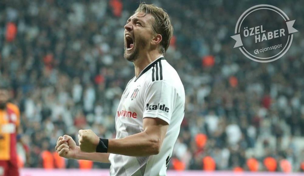 Fenerbahçe'de sol bek transferi Caner'e bağlı