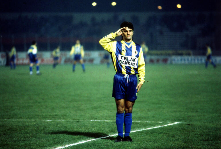 Fenerbahçe'ye teknik direktör olmak istiyor mu?