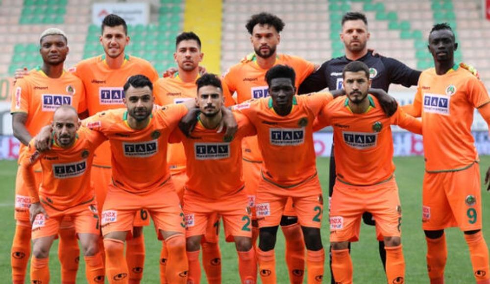 Alanyaspor, 10 futbolcuyla yolların ayrıldığını açıkladı