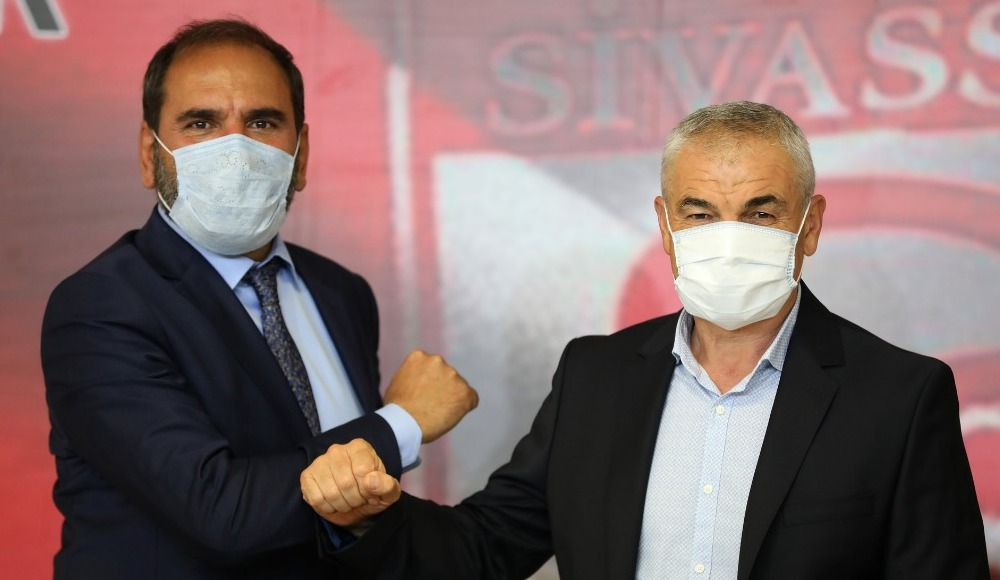 Sivasspor'da Rıza Çalımbay ile devam kararı