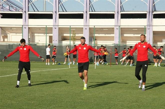 Antalyaspor'un, Afyonkarahisar kampı devam ediyor