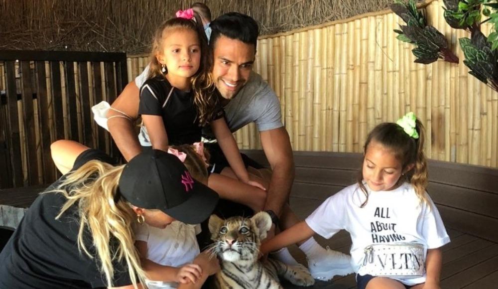 Falcao, ailesiyle Aslan Park'ı gezdi