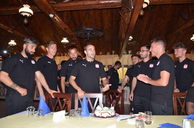 Sivasspor'da Felix'e sürpriz doğum günü kutlaması