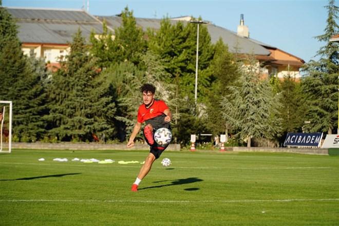 Kayserispor 3 futbolcu daha gönderdi