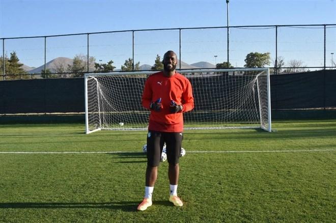 BB Erzurumspor'un yeni file bekçisi Farnolle ilk antrenmanına çıktı
