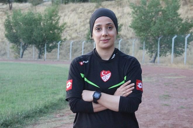 Elazığ'ın tek kadın hakemi maçlara hazırlanıyor