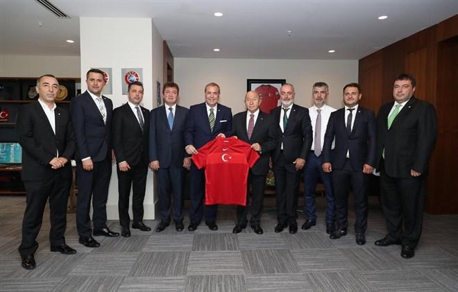 Erkan Kamat, TFF Başkanı Nihat Özdemir'i ziyaret etti