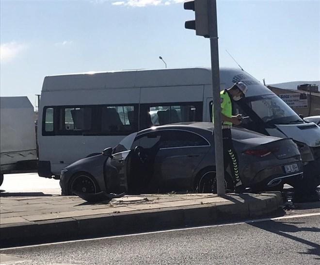 Erdoğan Yeşilyurt trafik kazası geçirdi