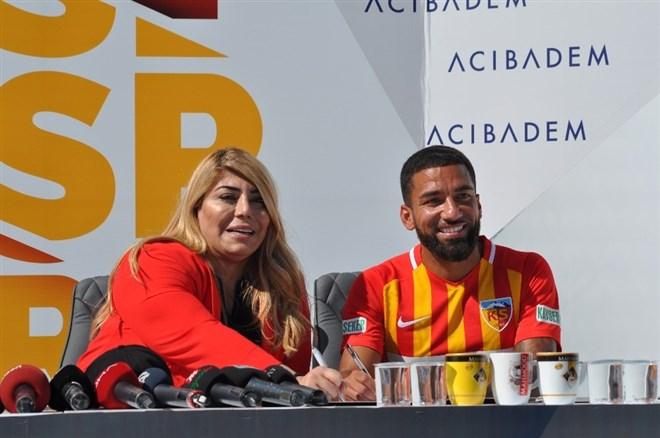 Kayserispor yeni transferleri tanıttı, iki oyuncuyla uzattı