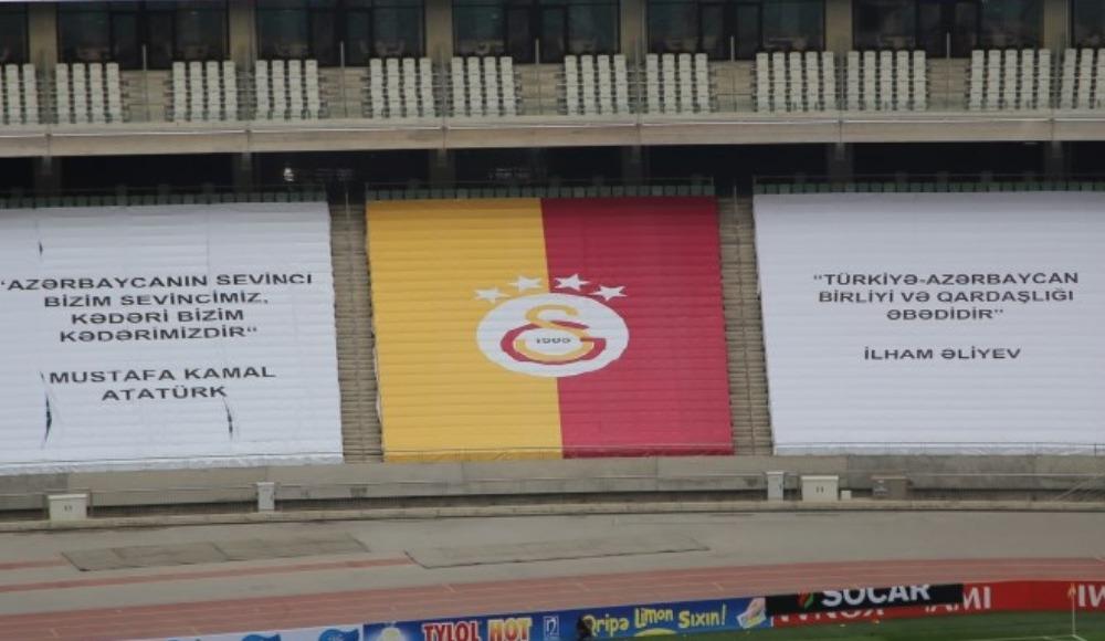 Azerbaycan'da kardeşlik pankartları