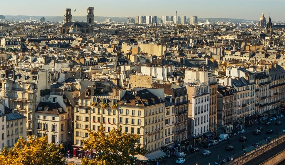 Paris'te patlama sesi!