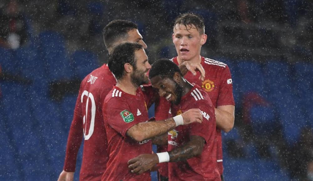 Manchester United rahat turladı