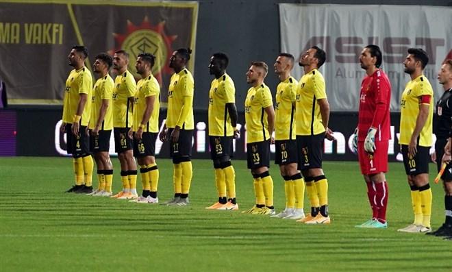 İstanbulspor sahasında kazanmasını bildi: 2-1