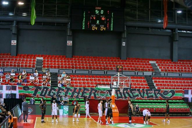 Pınar Karşıyaka-Aliağa Petkimspor maçında skorbord arızası yaşandı