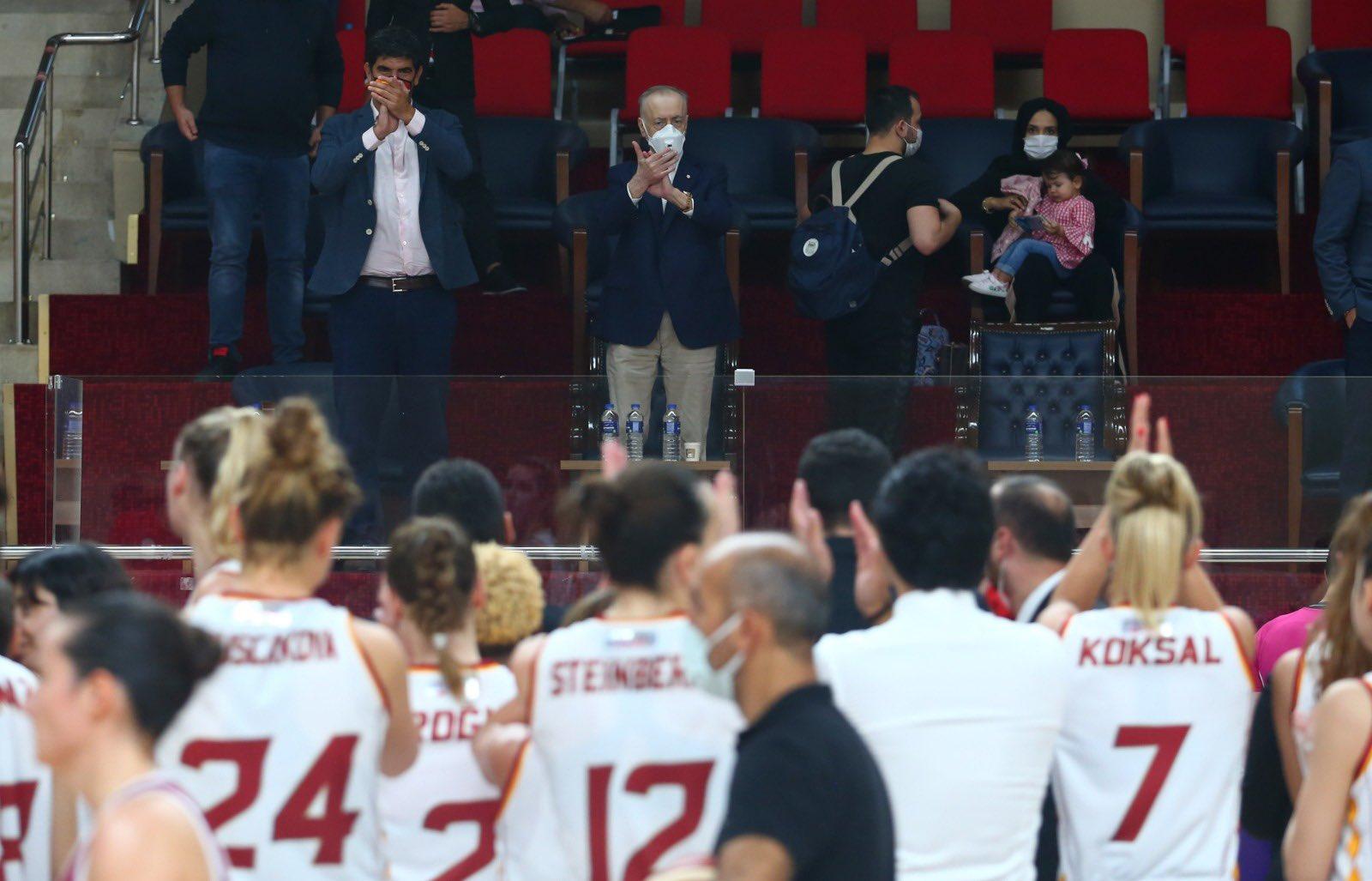 Mustafa Cengiz salondan takip etti