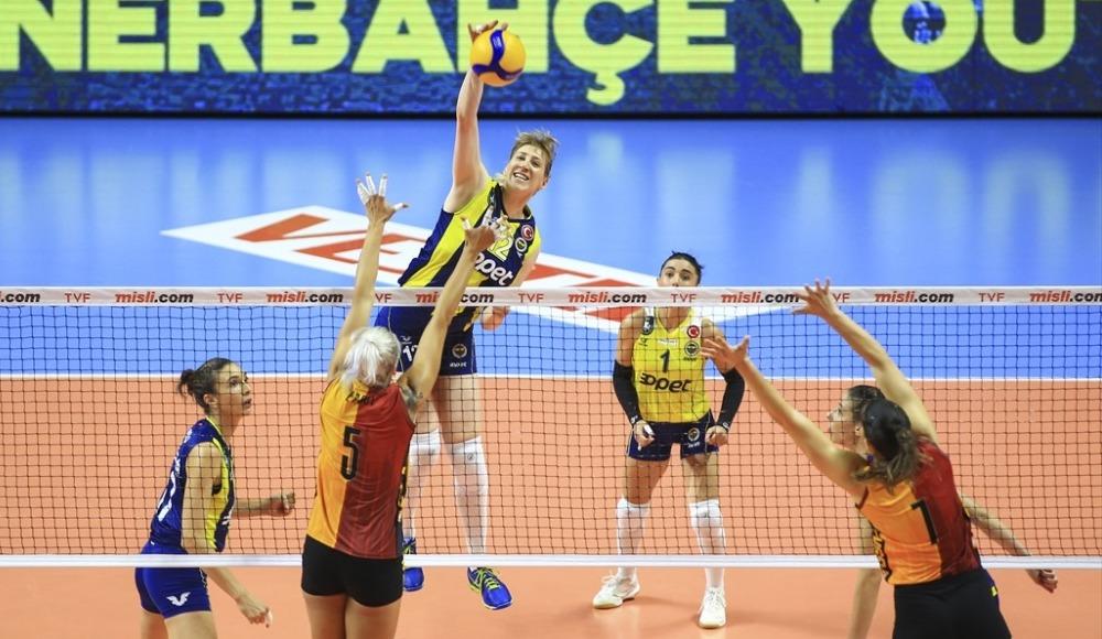 Fenerbahçe Galatasaray'ı rahat geçti